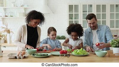mélangé, parents, ensemble, course, apprécier, gosses, cuisine, filles, heureux