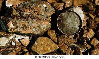 métal rouillé, rochers, plage, baril, détruit