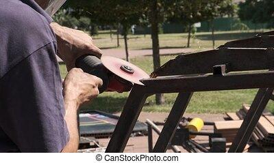 métal, utilisation, ouvrier, pendant, workshop., étincelles, fonctionnement, angle, broyeur, industriel, quoique, homme, découpage