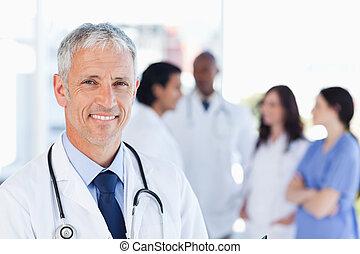 mûrir, debout, droit, équipe, sien, attente, docteur, quoique