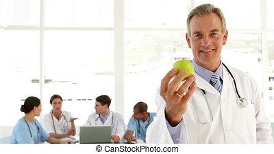 mûrir, pomme, docteur, regarder, appareil-photo avoirs