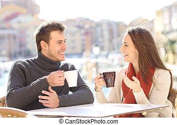 magasin, café, coupler vacances, conversation, heureux