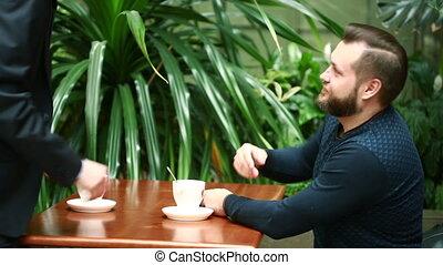 magasin, café, hommes affaires, discussion, deux
