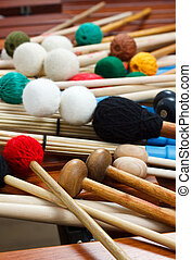 maillets, tas, bâtons, coloré