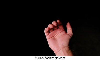 main humaine, arrière-plan noir