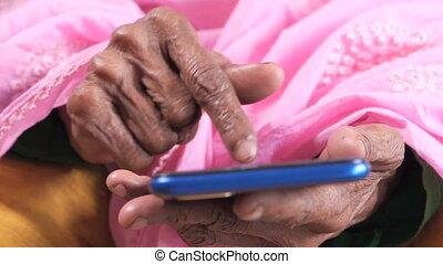 main, intelligent, femmes, utilisation, grand plan, personne agee, téléphone