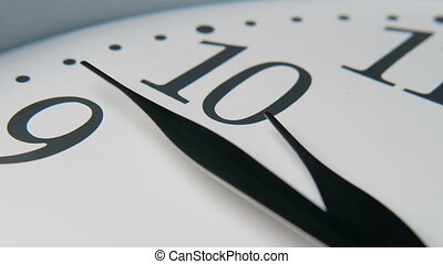 main, mains, horloge, quickly., cadran, heure, en mouvement, spectacles, trois, dégingandé, blanc, ten.