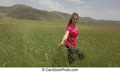 main, marche, champ, blé, oreilles, jeune, heureusement, girl, vert, par, toucher