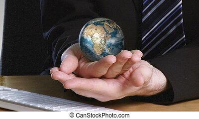 main, sien, globe, terrestre, rotatif, homme affaires