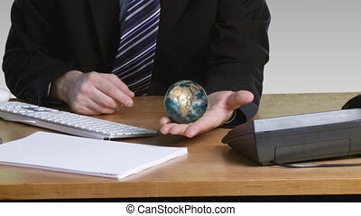 main, sien, ouvert, globe, terrestre, rotatif, homme affaires