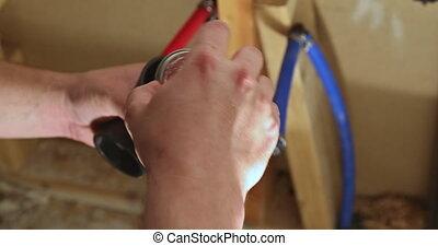 mains, colle, deux, vidange, nouveau, fin, salle bains, plombier, plastique, morceaux, tuyau, haut