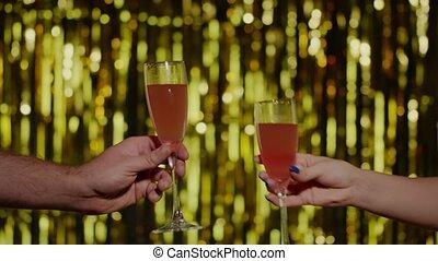 mains, fond, cocktail, lunettes champagne, vin, or, deux, confection, ou, toast, bonne disposition, élévation
