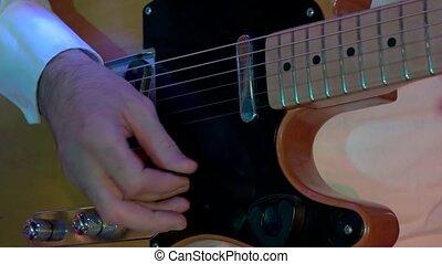 mains, guitar., mâle, électrique, jouer