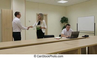 mains, homme affaires, businesswoman., affaire, cachet, secousse