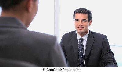 mains, secousses, femme affaires, homme affaires