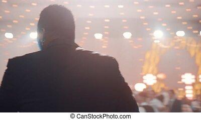 mains, sien, rayons, chante, projecteurs, light., song., homme, chanteur, lumières, mâle américain africain, étape, silhouette, rythme, fond, jeune, mouvements