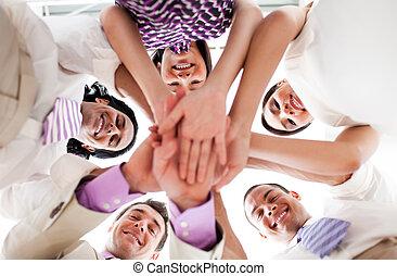 mains, tenue, affaires gens, ensemble, sourire, cercle