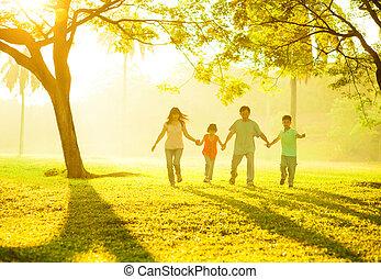 mains, tenue, famille, courant, asiatique