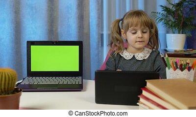maison, écran, enfant, devoirs, girl, vert, ordinateur portable, prof, pupille, tablette numérique, utilisation