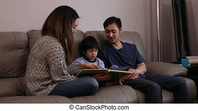 maison, apprécier, délassant, temps, ensemble, famille