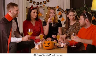 maison, costumes, fête, halloween, amis, heureux
