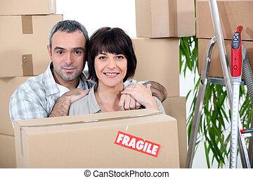 maison, couple, en mouvement, nouveau