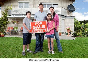 maison, famille heureuse, achat, nouveau