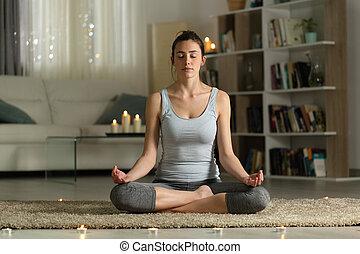 maison, femme, bougies, exercice, yoga, nuit
