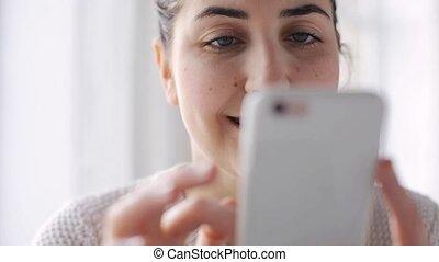 maison, femme, smartphone, heureux