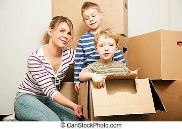maison, nouveau, en mouvement, famille, leur