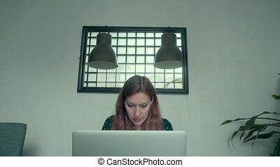 maison, ordinateur portable, femme, informatique, fonctionnement