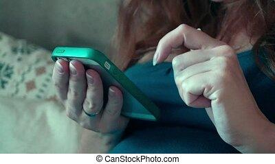 maison, smartphone, femme, heureux, pregnant