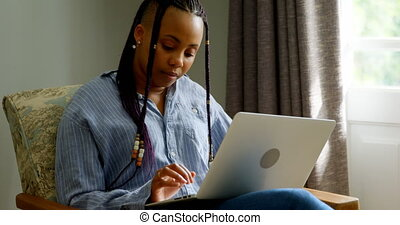 maison, vue, 4k, noir, devant, ordinateur portable, femme travail, confortable, jeune