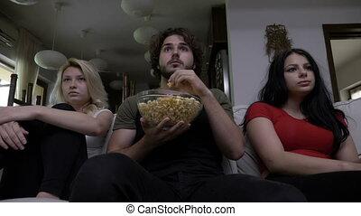 manger, captivé, très, film, horreur, montre, trois, ensemble, pop-corn, amis, effrayé