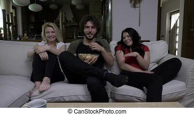 manger, cinéma, très, dur, tv, appareil, rire, pop-corn, maison, regarder, comédie, amis