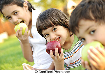 manger, dof, shalow, pommes, ensemble, petit groupe, enfants