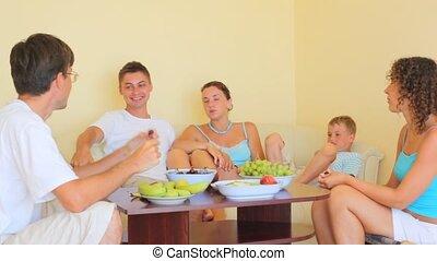 manger, gens, intérieur, conversation, fruits, séance, table