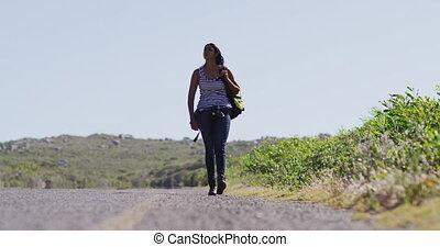 marche, autoroute, femme, sac à dos, américain, bord route, africaine