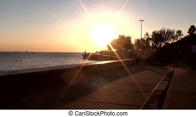 marche, bord mer, coucher soleil, gens