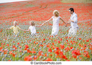 marche, famille, champ, tenant mains, pavot, sourire