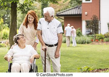 marche, fauteuil roulant, personnes agées, suivant, grand-mère, crosse, infirmière, homme
