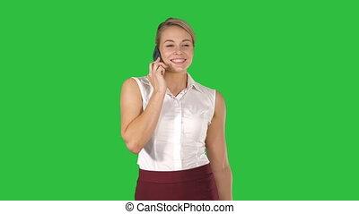 marche, femme, charmer, chroma, téléphone, appeler, cellule, quoique, vert, key., écran