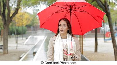marche, femme, parc, pluie, sous, sérieux
