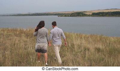 marche, mains, tenue, champ, couple, sunset., jeune