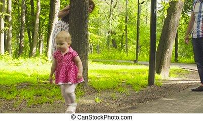 marche, parc, parents, dorlotez fille, heureux