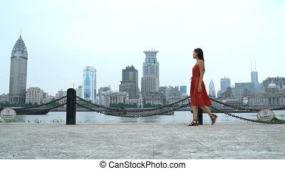 marche, pudong, rivière, bund, huangpu, vue, femme, shanghai