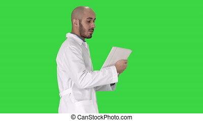 marche, sien, patient, docteur, sincère, chroma, écran, vidéo, key., faisant option achat, vert