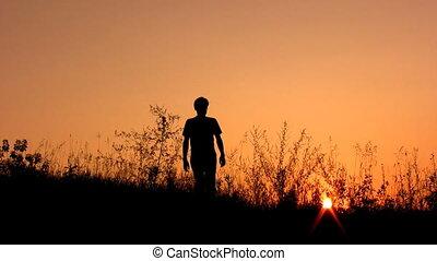 marche, silhouette, ciel, coucher soleil, seul, homme