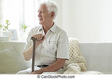 marche, soins, délassant, maison, crosse, homme aîné, heureux