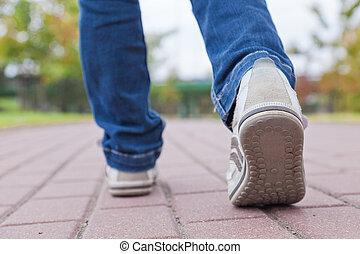 marche, trottoir, chaussures sport